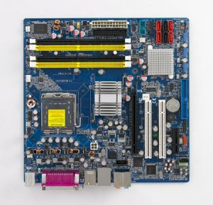 Advantech AIMB- 564 (Intel Core2 Quad/Core2 Duo LGA775 MicroATX with CRT, PCIe, SW RAID, and LAN)