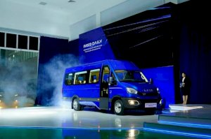 Xe Bus 16 chỗ IVECO DAILY
