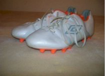 Barely Used Umbro Specialty GT Soccer Cleats US Men's Size 8 White/Orange